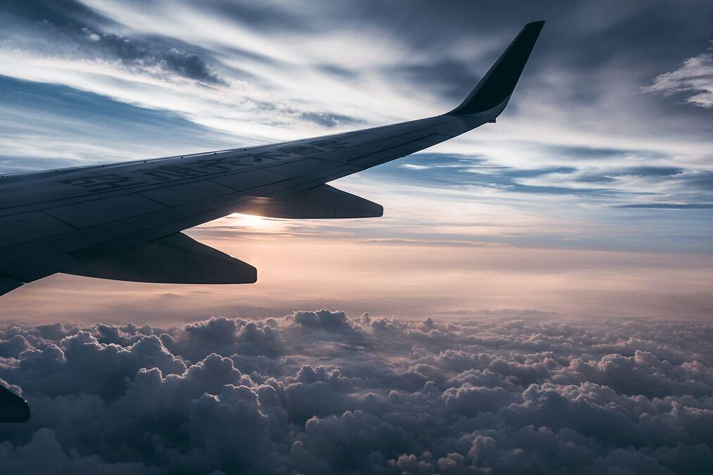 emirates.flight.wing.m